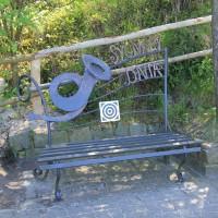 Ławeczka Sygnałów Dnia na Bulwarze Słonecznym w Stegnie